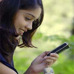 cewek baca sms