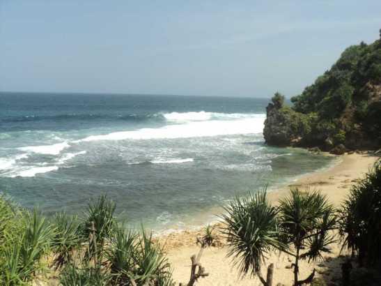 Pantai Nampu di Wonogiri masih Bersih - WISATA KEBUN BUAH SIRSAK